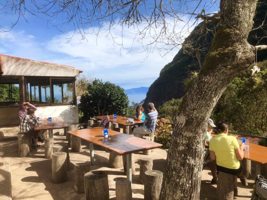 Alajero, Spain: The little cafe in the mountains where we had a spot of lunch, delicious and affordable