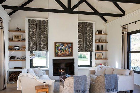 Howick, แอฟริกาใต้: Rockwood Farm House fireplace
