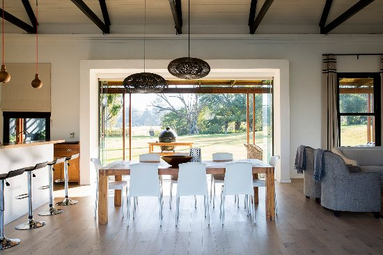 Howick, แอฟริกาใต้: Rockwood Farm House indoor and outdoor areas
