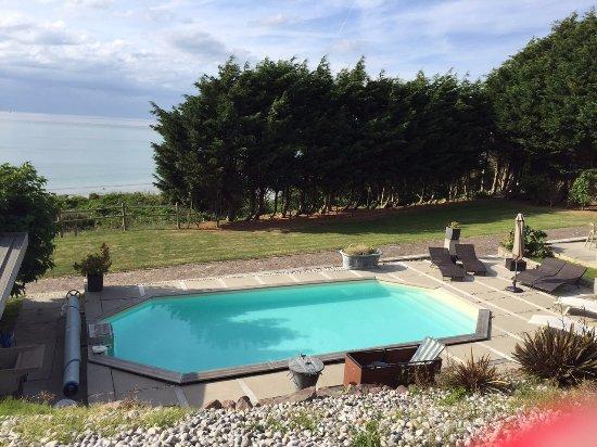 Villerville, Prancis: Espace piscine, bois et vue sur mer, domaine Les Chambres d'Annie