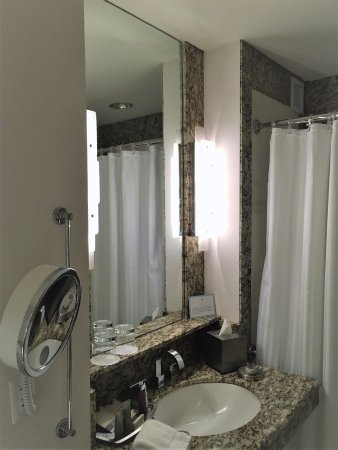 Cuarto de aseo de mi habitación - Picture of Lotte New York Palace ...
