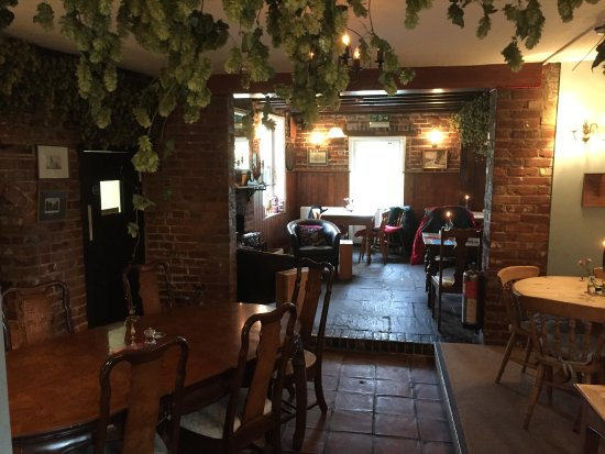 The Black Robin: Lovely 'real' kent pub complete with hanging hops!
