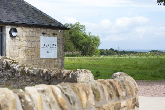 Kingsbarns, UK: Darnley's Gin Cottage- offering gin tours