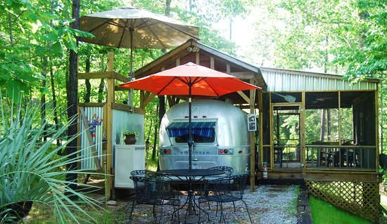 "Crane Hill, AL : Vintage Airstream ""ToNoMo"""