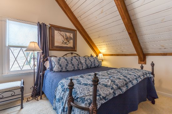 Crane Hill, AL: Loft bedroom (king)
