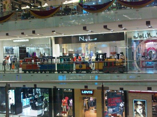 East Java, Indonesië: Toko & Kereta Mall