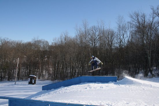 Haverhill, MA: Snowboard tricks at the terrain park | Ski Bradford