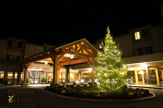 Southbury, CT: Happy Holidays from the Heritage Hotel