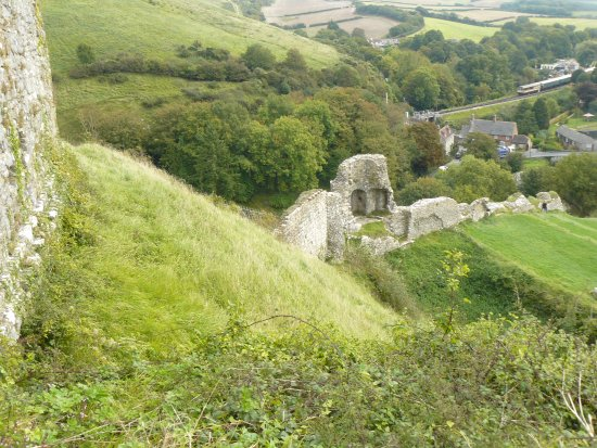 Corfe Castle, UK: Looking down to East Outer wall showing dominance of Inner defences.