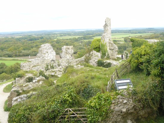 Corfe Castle: Outer defences of Inner ward showing destruction wrought.