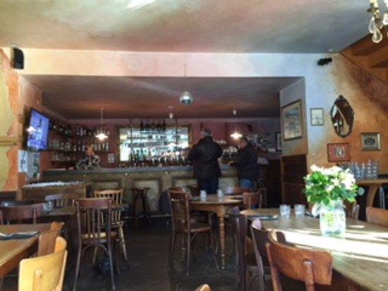 Une adresse sympathique à Saint-Gildas-de-Rhuys... Les tables vous attendent !