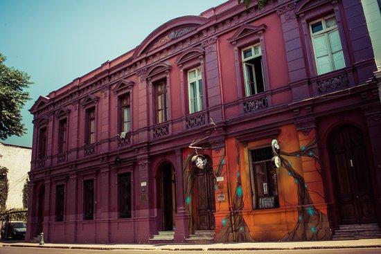 La Casa Roja Hostel: Fachada Casa Roja