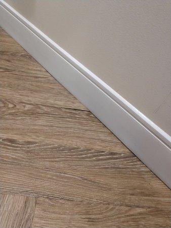 Jensen Beach, FL: Cheap woodwork doesn't even cover the flooring.