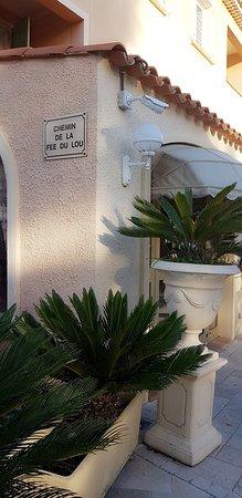 Carros, França: Lou Castelet Restaurant Residence Hoteliere