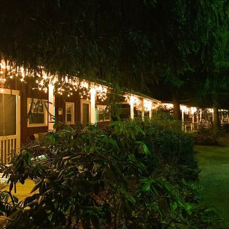 Highland Lake Inn & Resort Hendersonville: Our Cabin Rooms decorated for the Holidays!