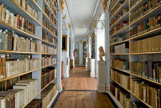 Herzogin Anna Amalia Bibliothek : Rokokosaal, Seitengang