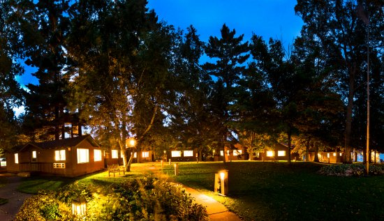 Deerwood, MN : Courtyard cabins