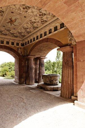 Brunnen an der Rückseite des Römischen Hauses