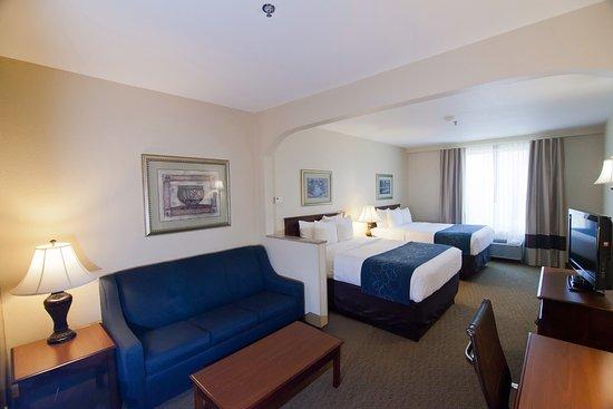 Comfort Suites Waco: Double-Queen Suite