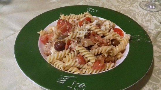 Benevello, إيطاليا: Fusilli con salsa XXX (porzione piccola: 100gr)