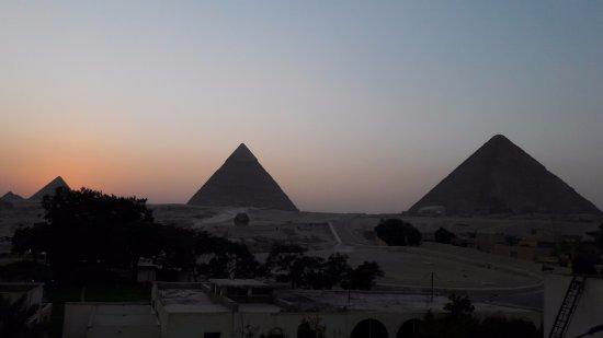 Es como alojarse DENTRO de las piramides