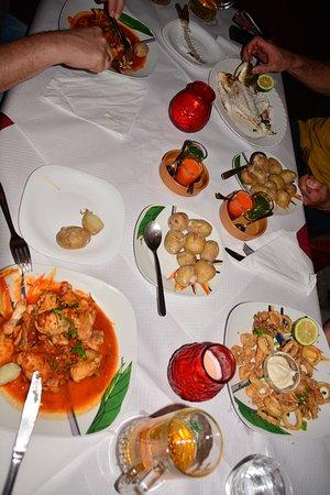 El Faro Bar-Restaurante: zweimal Kaninchen, einmal Dorada und einmal Kalamari