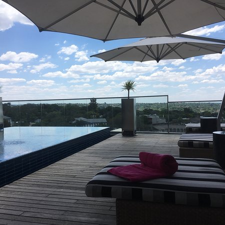 Southern Sun Hyde Park Sandton: Pool terrace with a view. Very nice!