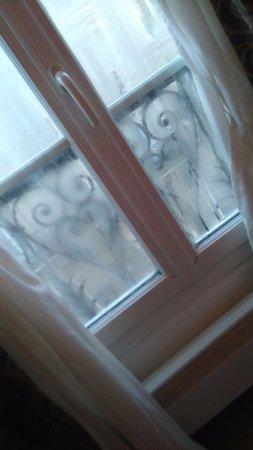 Hotel Boronali: chauffage decroche et buee sur vitres le matin