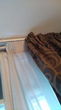 Hotel Boronali: rideaux décroches
