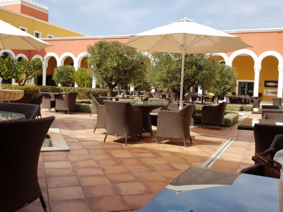 Meliá Sancti Petri: patio interior del Hotel