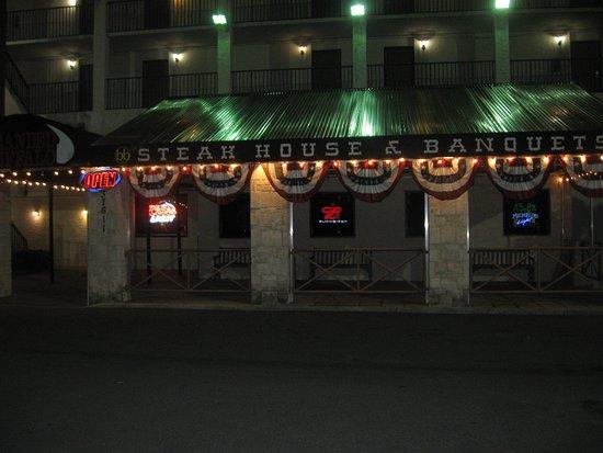 Palm Harbor, Floryda: Steak House at night