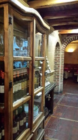 Mataelpino, Spain: Especiales los asados en horno de leña, cocido madrileño y postres.