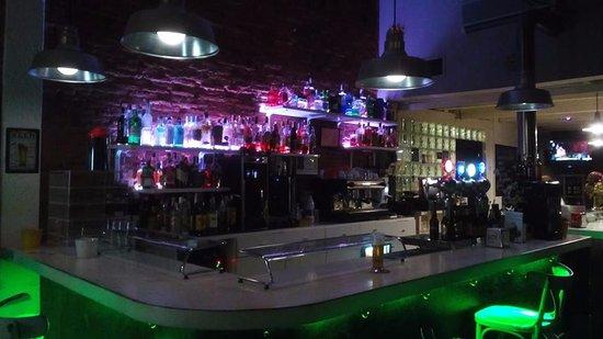 Un Bar Con Menesteres De Alta Alcurnia Opiniones De
