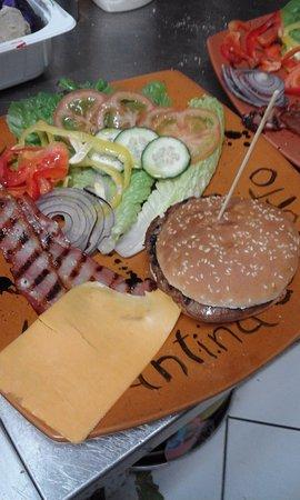Appignano, Italien: mega hamburger 8.00 euro