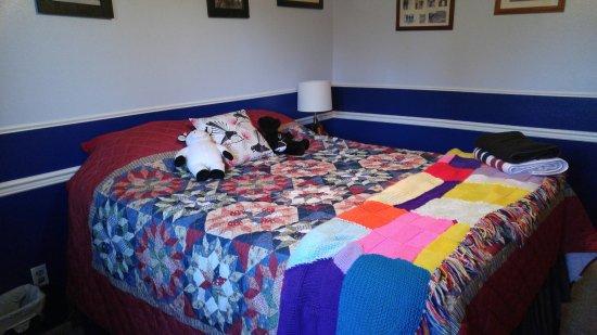 Aurora, CO: queen bed in this room plus TV