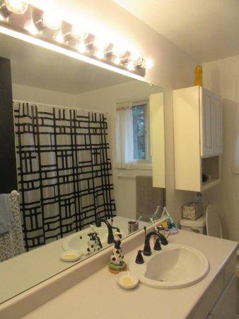 Aurora, CO: shared bathroom