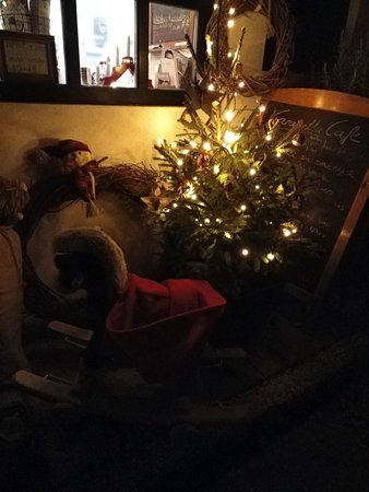 Godollo, Ungarn: Christmas mood at Caravella