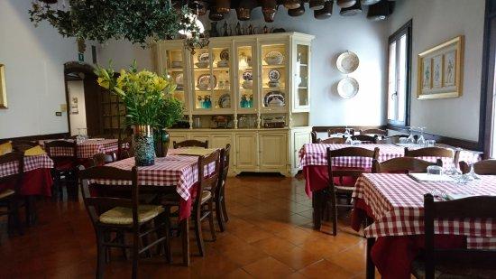 Sala da pranzo picture of trattoria ballarin mirano for Sala da pranzo reale