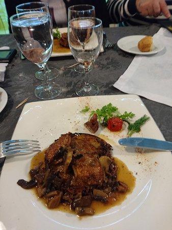 Gonfreville-l'Orcher, Frankrijk: filets de cailles rôtis et pomme croustillante forestière sauce champignons
