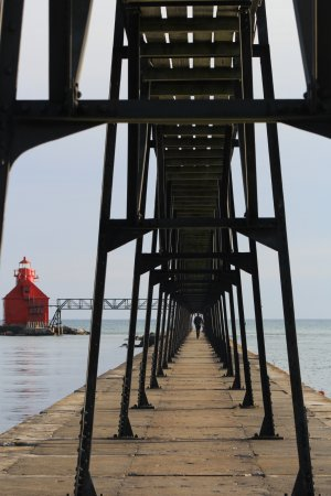 Sturgeon Bay, WI: Catwalk to the lighthouse. (closed off)