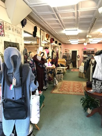 Bethel, ME: Ruthie's Boutique - ground level of Motel