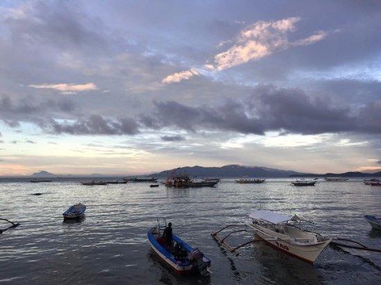 Atlantis Dive Resort Puerto Galera: sunset from 50 bar