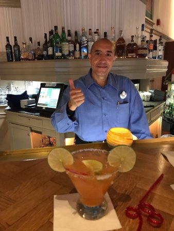 Narcoossee's: Sergio and his spicy margarita :)