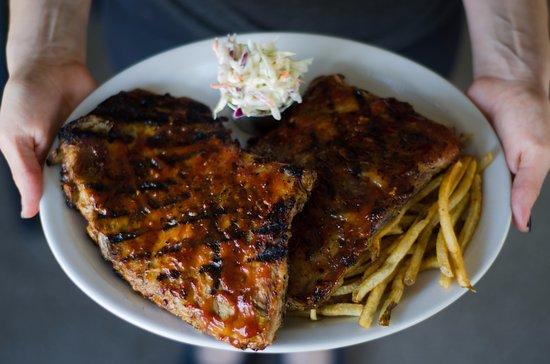 Harrow, Canadá: slow roasted bbq ribs