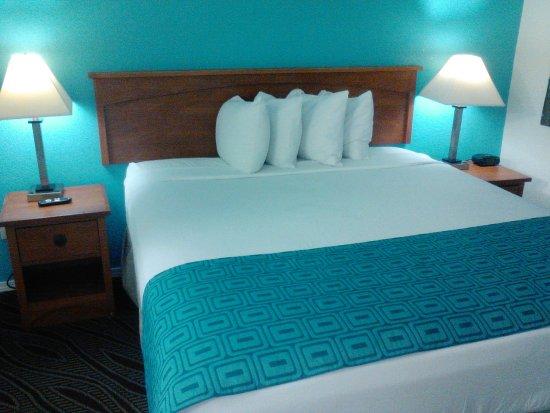 Howard Johnson Inn And Suites San Diego Area/Chula Vista : KIMG0078_large.jpg