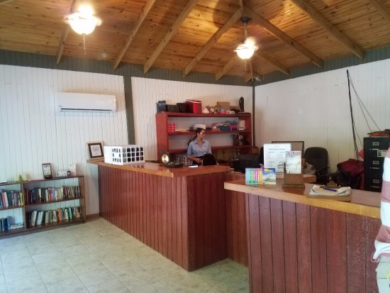 Caribbean Villas Hotel: Front desk/reception