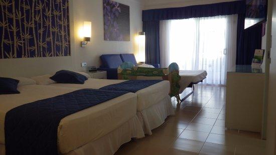 chambre familiale - picture of clubhotel riu bambu, punta cana