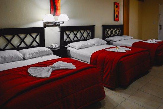 Hotel Plaza Mirador: Habitación Triple/ Triple Room