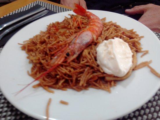 Restaurante A la Cazuela: Fideuá Marinera, con Calamar, Langostino y Alioli