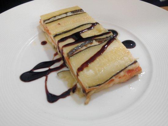 Restaurante A la Cazuela: Milhoja de Verduras al Horno con Queso Fundido y Caramelo Balsámico